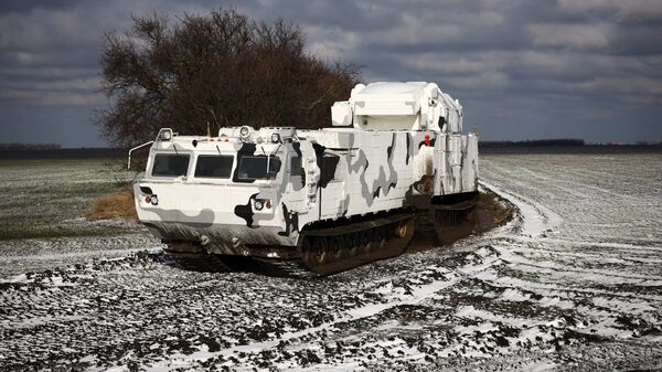 Арктические комплексы ПВО Тор-М2ДТ на базе вездехода ДТ-30 на территории 726 учебного центра войсковой ПВО в городе Ейске