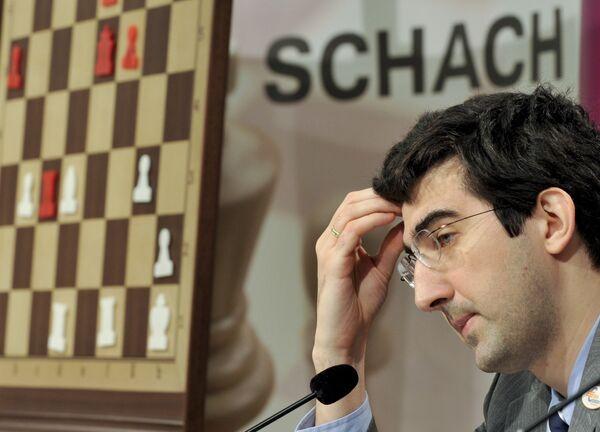 Владимир Крамник на пресс-конфереции после 9-й партии матча за звание чемпиона мира