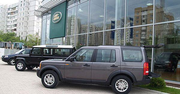 Автомобили Land Rover. Архивное фото