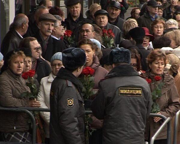 Зал Чайковского не вместил всех желающих проститься с Магомаевым