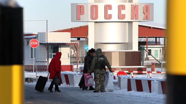 Контрольно-пропускной пункте Гоптовка на границе России и Украины
