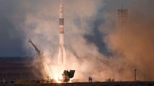 Старт ракеты-носителя Союз-ФГ с пилотируемым кораблем Союз МС-11. 3 декабря 2018