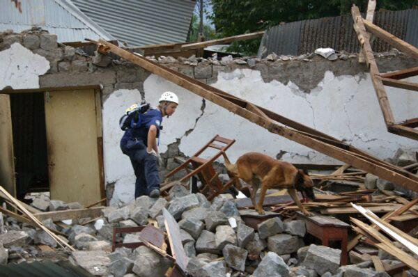 Спасательные работы после землетрясения в Пакистане. Архив