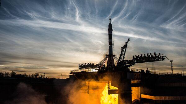 Старт ракеты-носителя Союз-ФГ с Байконура