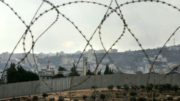 Колючая проволока на окраине Иерусалима на Западном берегу