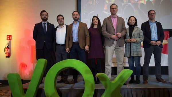 Члены партии Vox после пресс-конференции в Севилье