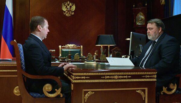 Председатель правительства РФ Дмитрий Медведев и руководитель Федеральной антимонопольной службы Игорь Артемьев  во время встречи. 4 декабря 2018