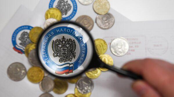 Монеты и конверты с логотипом ФНС