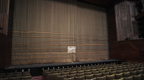 Сцена Московского художественного академического театра имени М. Горького