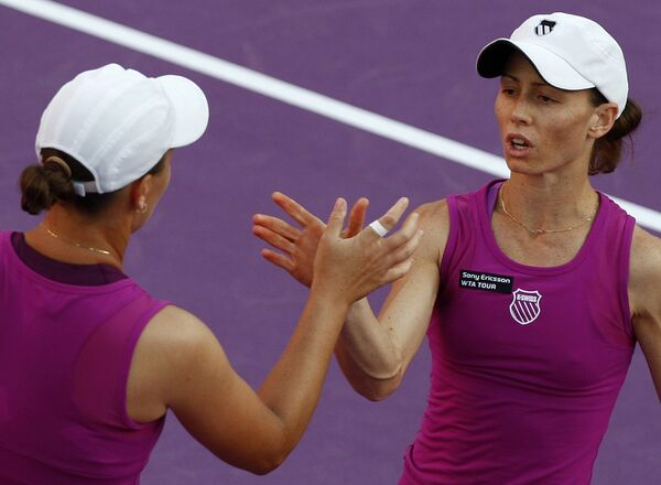 Кара Блэк (справа) и Лизель Хубер вышли в финал US Open в парном разряде