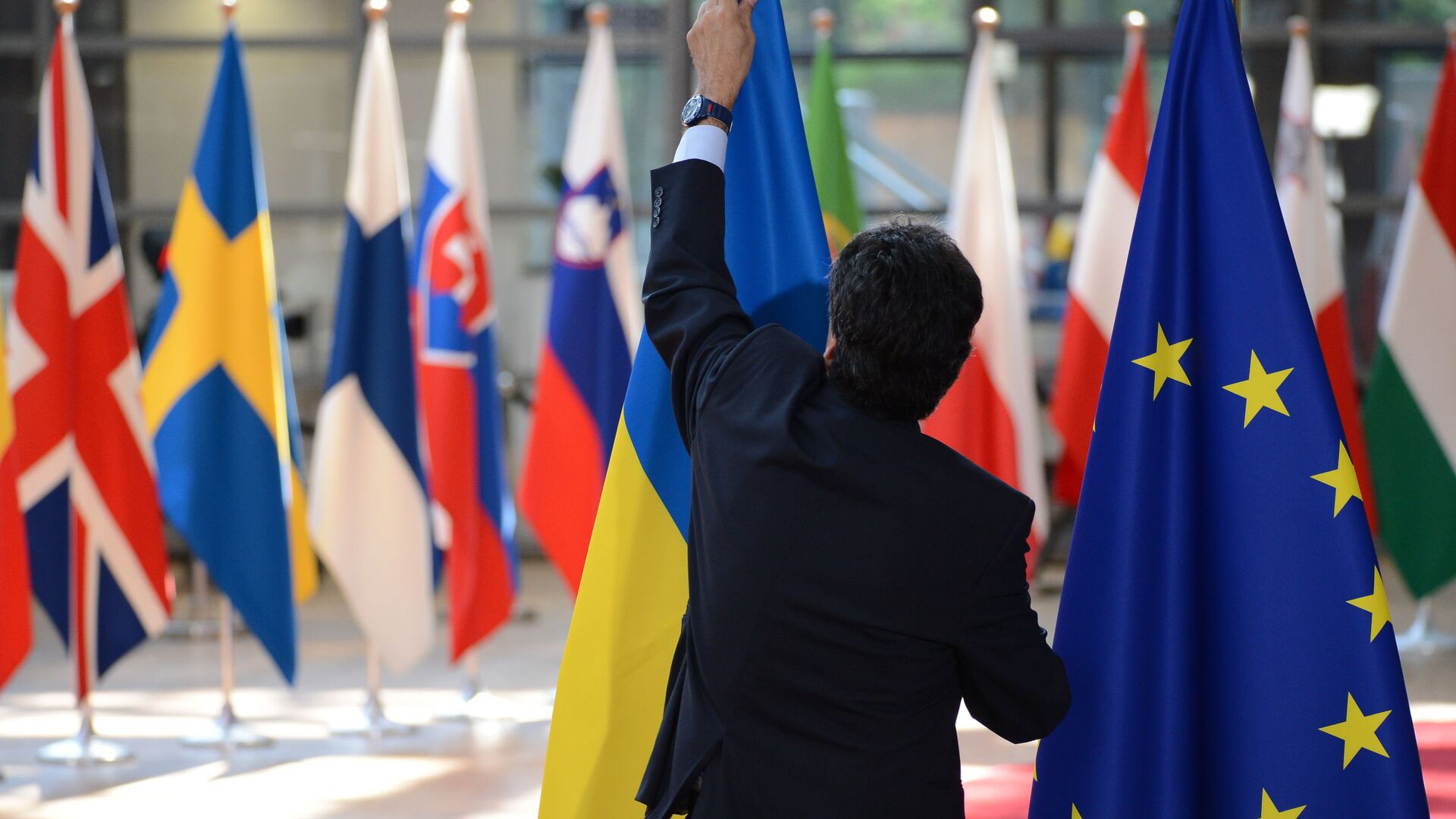 Флаги Украины и ЕС в Брюсселе - РИА Новости, 1920, 09.10.2021