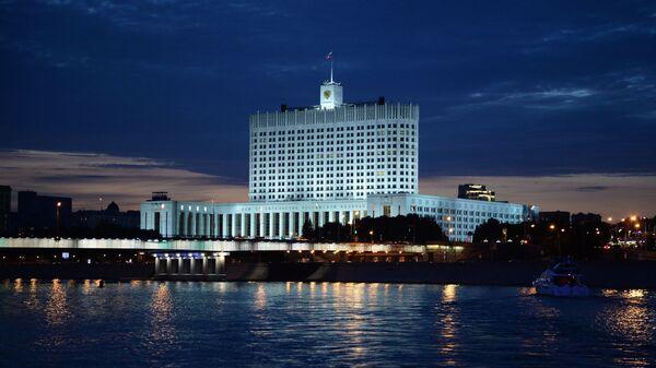 Вид на Дом правительства Российской Федерации в Москве