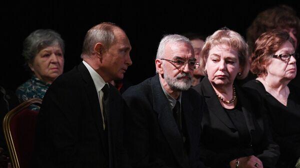 Владимир Путин на церемонии прощания с правозащитницей Людмилой Алексеевой. 11 декабря 2018