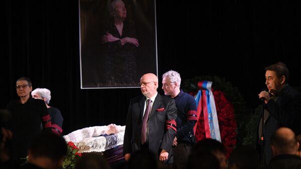 Церемония прощания с правозащитницей Людмилой Алексеевой