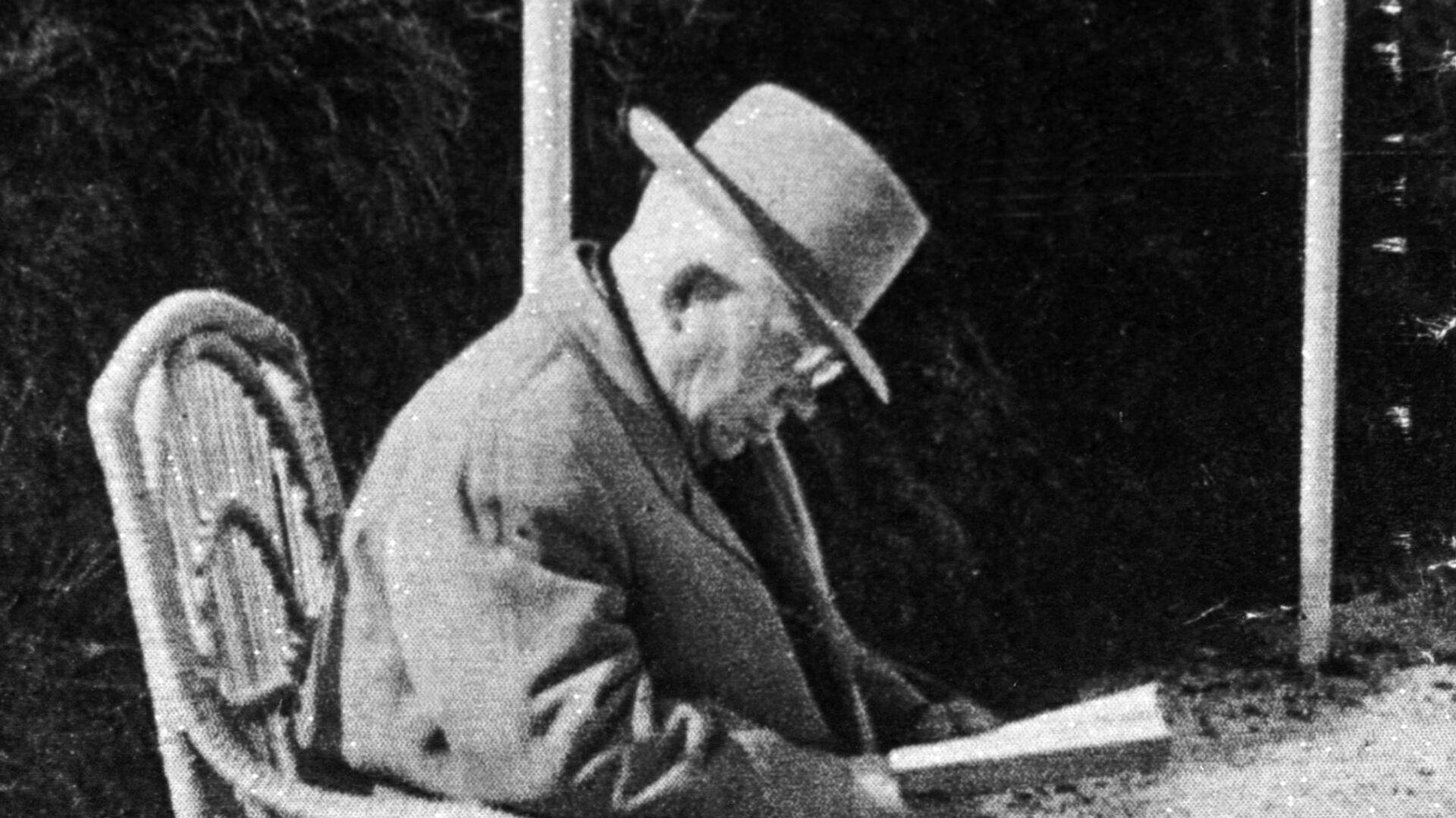 Советский партийный и государственный деятель Н.С.Хрущев в редкие минуты отдыха на даче - РИА Новости, 1920, 19.08.2021