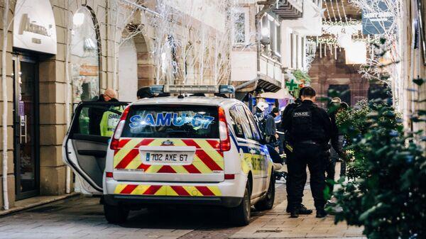 Спасательные службы на месте стрельбы на рождественской ярмарке во Франции. 11 декабря 2018