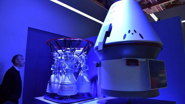 Макеты многоразового пилотируемого космического корабля Федерация и ракетного двигателя РД-171