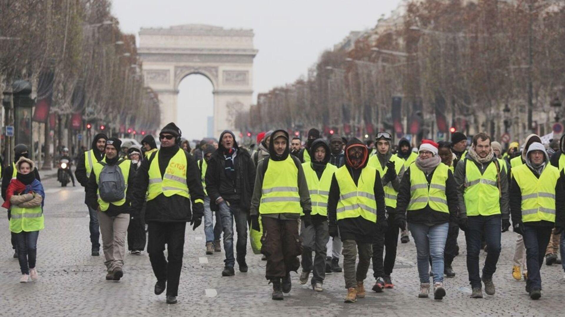 Демонстрация движения желтые жилеты в Париже, Франция. 15 декабря 2018 - РИА Новости, 1920, 01.05.2021