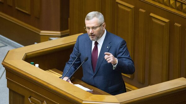 Депутат фракции Оппозиционный блок Александр Вилкул на заседании Верховной рады Украины