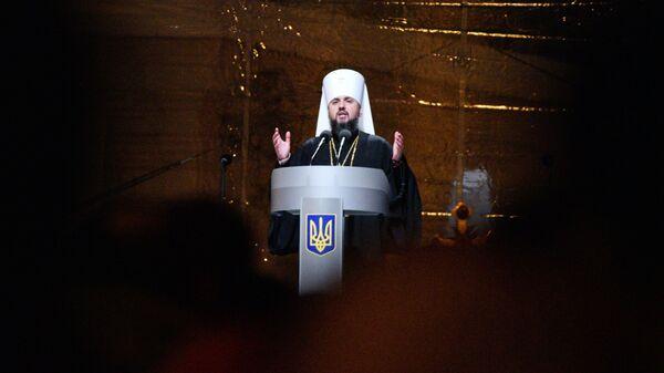 Епископ новой УПЦ КП Епифаний выступает на объединительном соборе на Софийской площади