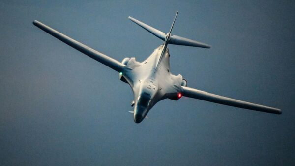 Бобмардировщик ВВС США B-1B Lancer в небе над Сирией