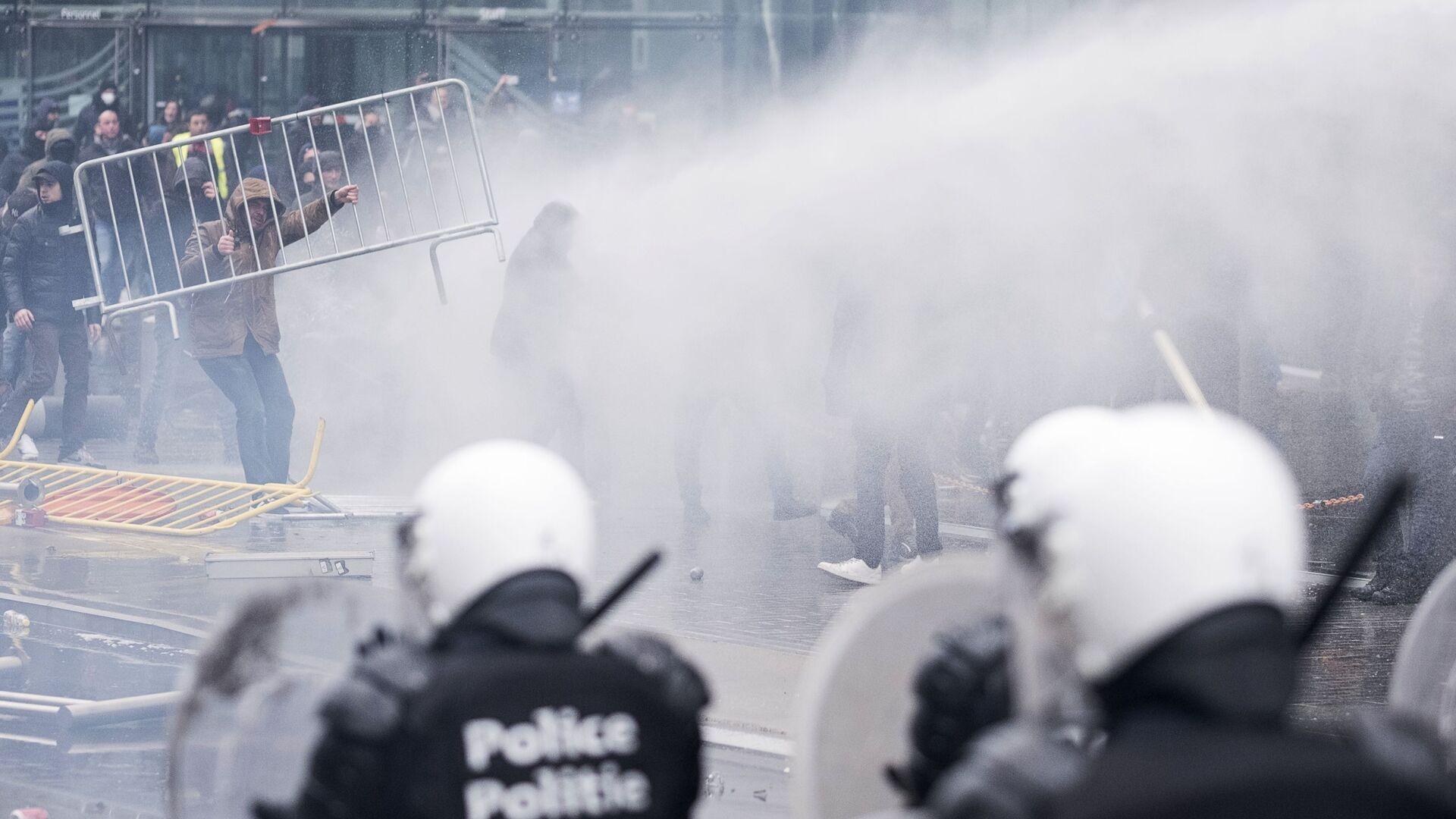 Участники массовых протестов в Брюсселе против миграционного пакта ООН. 16 декабря 2018 - РИА Новости, 1920, 31.01.2021