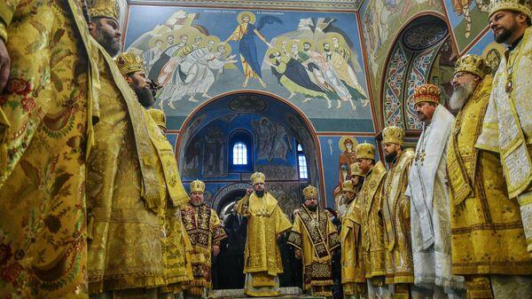 Епископ новой Украинской православной церкви Киевского патриархата Епифаний во время службы в Киеве. 16 декабря 2018