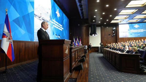 Президент РФ Владимир Путин выступает на расширенном заседании коллегии министерства обороны РФ