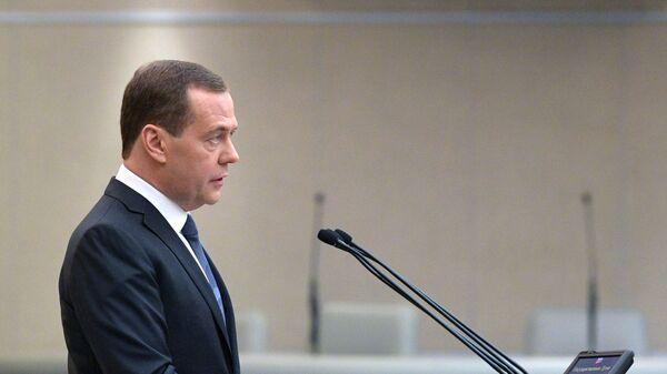 Председатель правительства РФ Дмитрий Медведев выступает на заключительном пленарном заседании осенней сессии Государственной Думы РФ