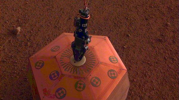 Сейсмометр, установленный на поверхности Марса