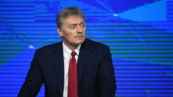 Пресс-секретарь президента РФ Дмитрий Песков во время ежегодной большой пресс-конференции президента РФ Владимира Путина