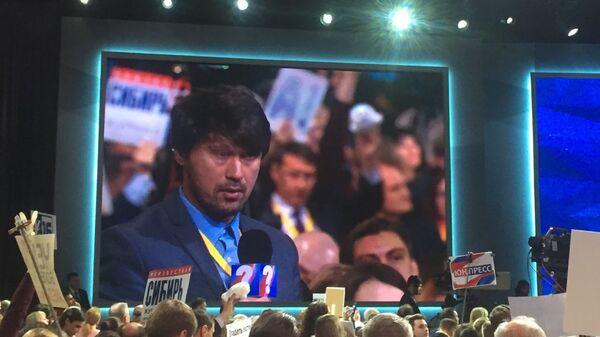 Афганский журналист задает вопрос на ежегодной большой пресс-конференции президента Владимира Путина