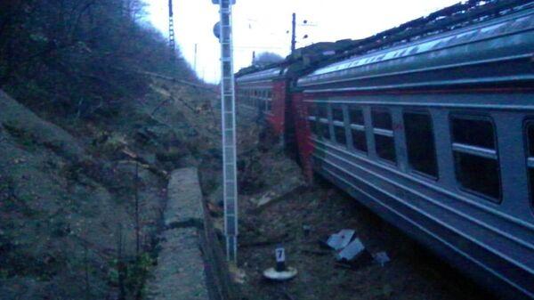 Электричка сошла с рельсов на станции Навагинская в Туапсинском районе Краснодарского края. 24 декабря 2018