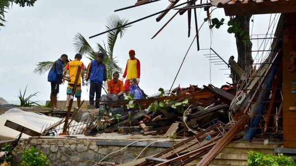 Последствия цунами в Индонезии