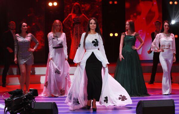 Участницы конкурса красоты Мисс Москва 2018. В центре: Анастасия Дедюхина