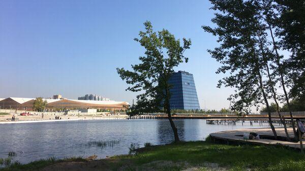 Вид на строящуюся набережную в инновационном центре Сколково