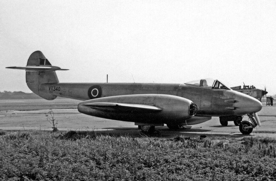 Британский реактивный самолет Gloster Meteor F.4