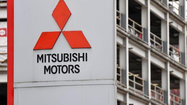 Логотип японской автомобилестроительной компании Mitsubishi