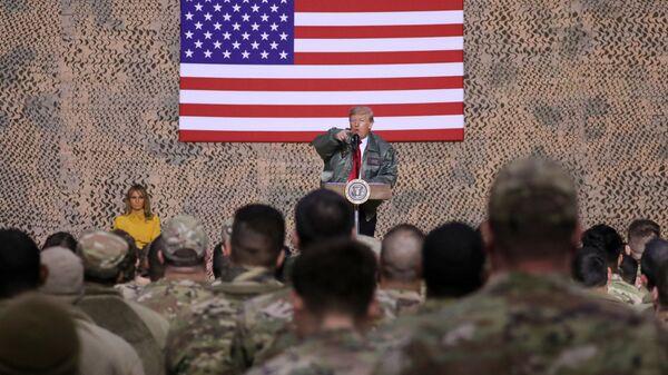 Президент США Дональд Трамп в ходе необъявленного визита в Ирак