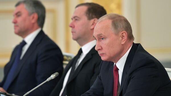 Президент РФ Владимир Путин на заседании Государственного совета