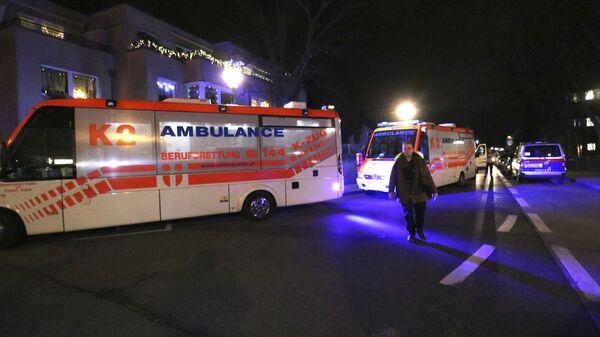 Машины скорой помощи возле церкви в Вене, Австрия. 27 декабря 2018