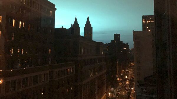 Свечение неба в Нью-Йорке, США. 27 декабря 2018