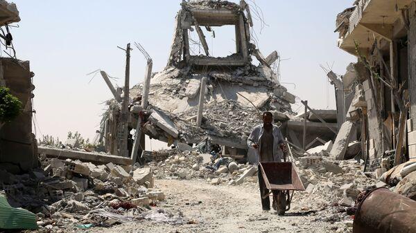 Местный житель в городе Манбидж, Сирия
