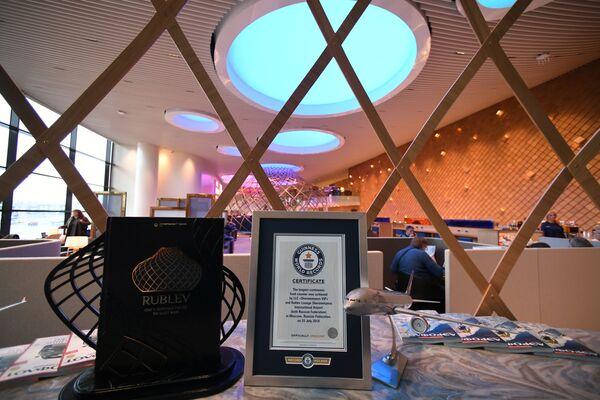Шведский стол «Рублева» длиной 34 метра занесен в Книгу рекордов Гиннесса как самый длинный среди бизнес-залов аэропортов мира
