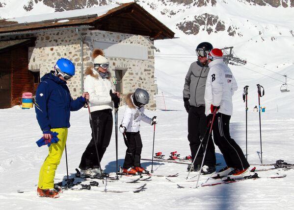 Отдыхающие на горнолыжном курорте Энгадин в Санкт-Моритце (Швейцария)