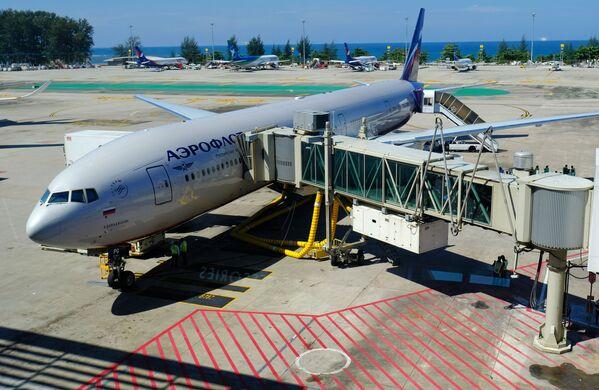 Самолет авиакомпании Аэрофлот в аэропорту острова Пхукет в Таиланде