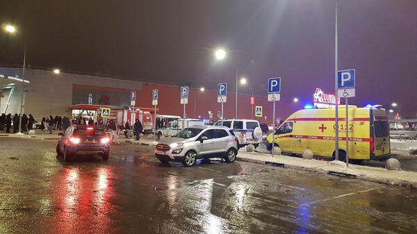 Эвакуация торгового центра Мега в Химках. 30 декабря 2018