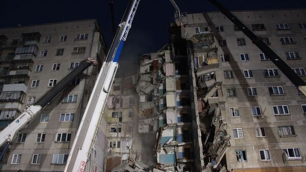 На месте обрушения одного из подъездов жилого дома в Магнитогорске. 31 декабря 2018