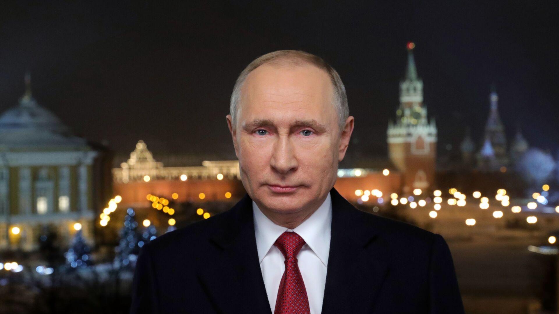 Президент РФ Владимир Путин во время новогоднего обращения к россиянам в канун 2019 года - РИА Новости, 1920, 01.01.2019
