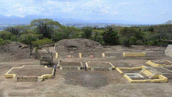 Археологические раскопки на месте древнего храма в городе Теукане, штат Пуэла, Мексика